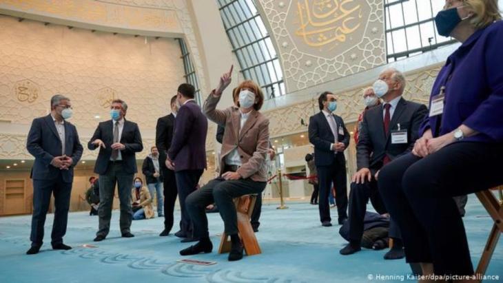 Kein Kulturkampf mit dem Islam: Nach den jüngsten islamistischen Attentaten warnt der Jüdische Weltkongress (WJC) Europa davor, sich einen Kulturkampf aufzwingen zu lassen.