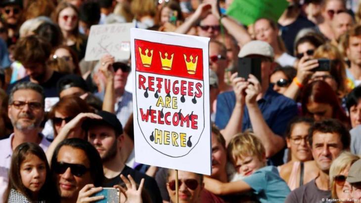 """Verpflichtend für die einen, Schimpfwort für die anderen: Der Begriff """"Willkommenskultur"""" ist mit der Debatte über die hiesige Flüchtlingspolitik eng verbunden."""