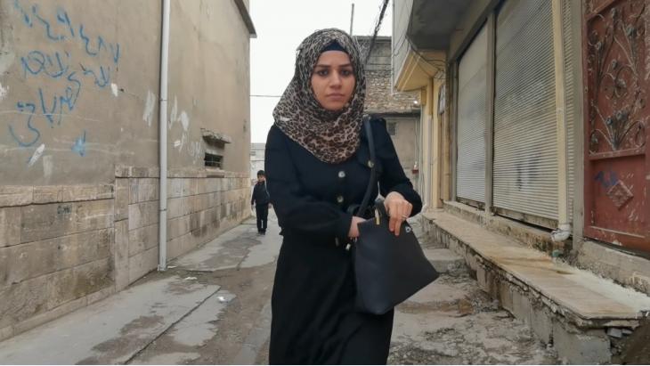"""Identity Limits: Im Film """"Schranken der Identität"""" kämpft eine Mutter gegen die sich ausbreitende Stimmung in ihrem Mossuler Wohnviertel: Ihr Mann sei """"Daeshi"""", Mitglied des IS, gewesen. (Foto: elbarlament)"""
