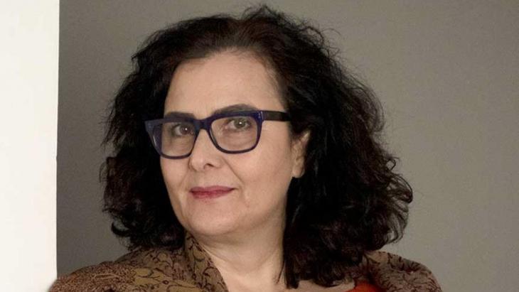 Die libanesische Autorin und Bildende Künstlerin Chaza Charafeddine