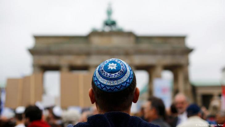 Im September 2014 gab es eine Demonstration gegen Antisemitismus in Berlin; Foto: Reuters/Thomas Peter
