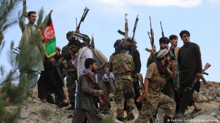 Die ausländischen Truppen rücken aus Afghanistan ab, die Taliban nutzen die Situation und rücken täglich weiter vor. Die Sicherheitslage wird zunehmend instabiler, selbst afghanische Sicherheitskräfte verlassen das Land.