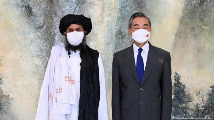 Chinas Außenminister Wang Yi bereitete einer ranghohen Taliban-Delegation am 28. Juli in Tianjin einen großen Empfang und wertete die vermeintlichen Gotteskrieger international diplomatisch auf.