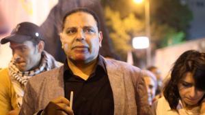 Alaa al-Aswani auf einer Demonstration von Mursi-Gegnern auf dem Tahrir-Platz, 27. November 2012; Foto: Reuters/Asmaa Waguih