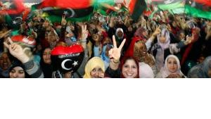 Jubelnde Libyer nach der Befreiung von Tripolis; Foto: dapd