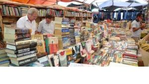 Büchermarkt auf dem Dritten Karatschi-Literaturfestival am 11. und 12. Februar 2012; Foto: Stefan Weidner