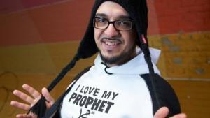 Designer Melih Kesmen entwirft unter seinem Label 'Style Islam' Kleidung, die schick ist und ein positives Islam-Bild vermitteln soll; Foto: dpa