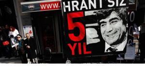Protestaktion zum Gedenken an Hrant Dink zu seinem 5. Todestag vor der Hrant Dinks ehemaligem Redaktionsbüro von Agos (photo: Reuters)