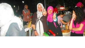 Anhängerinnen der libyschen Aufständischen im Basar von Tripolis; Foto: DW