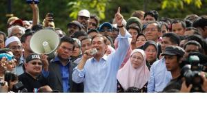 Anwar Ibrahim nach dem seinem Freispruch am vergangenen Montag in Kuala Lumpur; Foto: Reuters