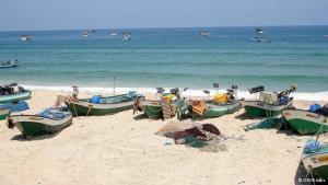 Fischerboote am Strand von Gaza; Foto: DW/Bettina Marx