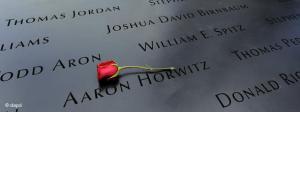 Gedenktafel am 9/11-Memorial in New York; Foto: dapd