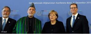 Gruppenbild u.a. mit Hamid Karsai, Angela Merkel und Guido Westerwelle auf der Afghanistan-Konferenz in Bonn; Foto: dapd