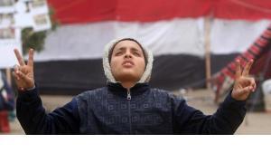 Ein junger Ägypter demonstriert auf dem Tahrir-Platz in Kairo gegen den Militärrat; Foto: AP/dapd