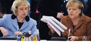 Fünfter Integrationsgipfel im Kanzleramt mit Bundeskanzlerin Angela Merkel und der Integrationsbeauftragten der Bundesregierung, Maria Böhmer; Foto: dpa