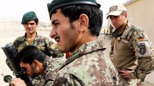 Bundeswehrsoldaten der ISAF im Camp Pamir nahe Kundus bei der Ausbildung afghanischer Soldaten; Foto: dpa