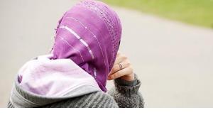 Kopftuch tragende Muslima; Foto: dpa
