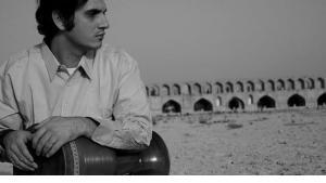 Der iranische Tombak-Virtuose Mohammad Reza Mortazavi in Esfahan; Foto: wikipedia