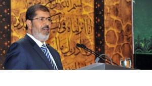 Ägyptens Präsident Mursi während einer Lobesrede auf das Militär in Kairo; Foto: dpa