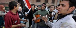 Jugendliche Musiker auf dem Tahrir-Platz in Kairo; Foto: AP