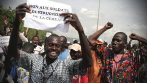 Demonstration in Bamako gegen eine Militärintervention im Norden Malis; Foto: dapd