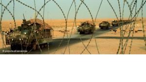 Gepanzerte Fahrzeuge der US-Armee auf dem Rückzug an der irakisch-kuwaitischen Grenze, Foto: dpa