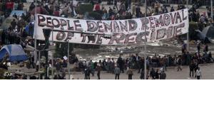 Demonstranten in Kairo verlangen im Februar 2011 den Regimewechsel; Foto: AP
