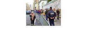 Polizei vor einer Moschee in Frankreich, Foto: AP
