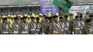 Saudische Truppen während einer Militärparade; Foto: dpa