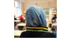 A Turkish girl who wears a headscarf attends classes in a German school (photo: Bernd Thissen/dpa)