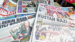 Schlagzeilen türkischer Printmedien am Tag nach dem Prozessauftakt im NSU-Verfahren; Foto: DW/T. Seibert