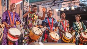 Djembé-Gruppe beim Gnawa-Festival in Essaouira; Foto: © Karim Tibari/ Festival d'Essaouira Gnaoua