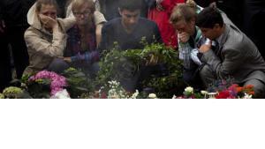 Trauer nach den Anschlägen in Norwegen; Foto: AP