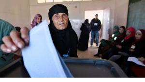 Stimmabgabe zu den Wahlen in Amman am 23. Januar 2013; Foto: Reuters/Muhammad Hammad