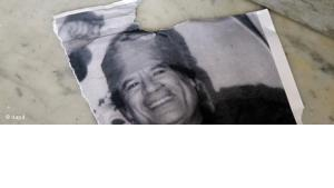 Zerrissenes Bild Gaddafis; Foto: dapd