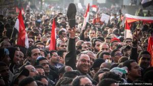 Videos und Bilder prägen die globale Sicht auf die ägyptische Revolution und die Demonstrationen auf dem Tahrir-Platz (Bild). Über soziale Netzwerke wie Facebook verbreiteten sie sich in alle Welt. Doch was sagen diese Zeugen der Revolution über die Ereignisse?