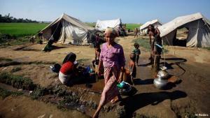 Nach UN-Angaben sind seit dem Ausbruch der jüngsten ethnischen Unruhen im Westen des südostasiatischen Landes mindestens 26.000 Menschen vor dem mörderischen Konflikt zwischen Muslimen und Buddhisten geflohen. Andere Schätzungen liegen noch weit darüber. Die Flüchtlinge hausen nun unter erbärmlichen Umständen in Lagern außerhalb von Sittwe, der Hauptstadt des Bundesstaates Rakhine.