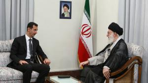 Syriens Präsident Baschar al-Assad während eines Staatsbesuchs in Teheran bei Ajatollah Ali Khameinei; Foto: AP