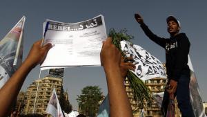 Tamarod-Aktivisten demonstrieren auf dem Tahrirplatz in Kairo; Foto: picture-alliance/dpa