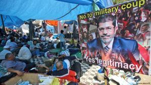 Pro-Mursi-Anhänger besetzten ganze Plätze in Kairo mit Camps; Foto: AP