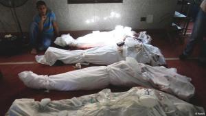 Mehrere zugedeckte Leichen liegen in einer Kairoer Moschee; Foto: Reuters/Amr Abdallah