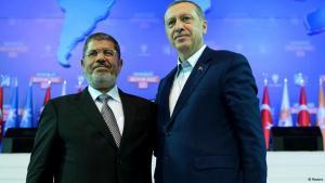 Der türkische Premier Recep Tayyip Erdogan neben dem ehemaligen ägyptischen Präsidenten Mohammed Mursi; Foto: Reuters