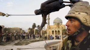 Saddam Hussein vom Sockel gestürzt. Foto: AP