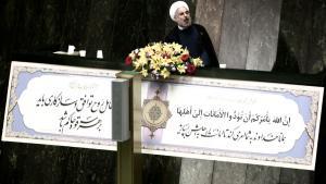 Irans Präsident Hassan Rohani während einer Rede vor dem Parlament in Teheran; Foto: Behrouz Mehri/AFP/Getty Images