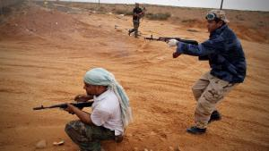 Rebellen in der Nähe von Sirte; Foto: picture-alliance/dpa