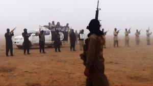 Eine dschihadistische Miliz im Irak, in der Nähe  der syrischen Grenze; Foto: picture-alliance/AP