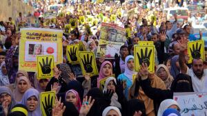 Proteste der Muslimbruderschaft gegen die Amtsenthebung von Ex-Präsident Mohammed Mursi in Alexandria; Foto: picture-alliance/AA