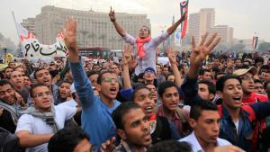 Anhänger der Muslimbrüder und des gestürzten Präsidenten Mohammed Mursi demonstrieren am 1.12.2013 auf dem Tahrir-Platz in Kairo; Foto: Reuters