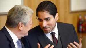Mouhanad Khorchide im Gespräch mit Bundespräsident Joachim Gauck; Foto: picutre-alliance/dpa