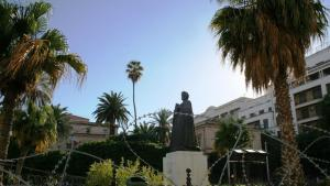 Die Statue von Ibn Chaldun auf dem Gelände der Al-Zitouna-Universität; Foto: Carolyn Wißing